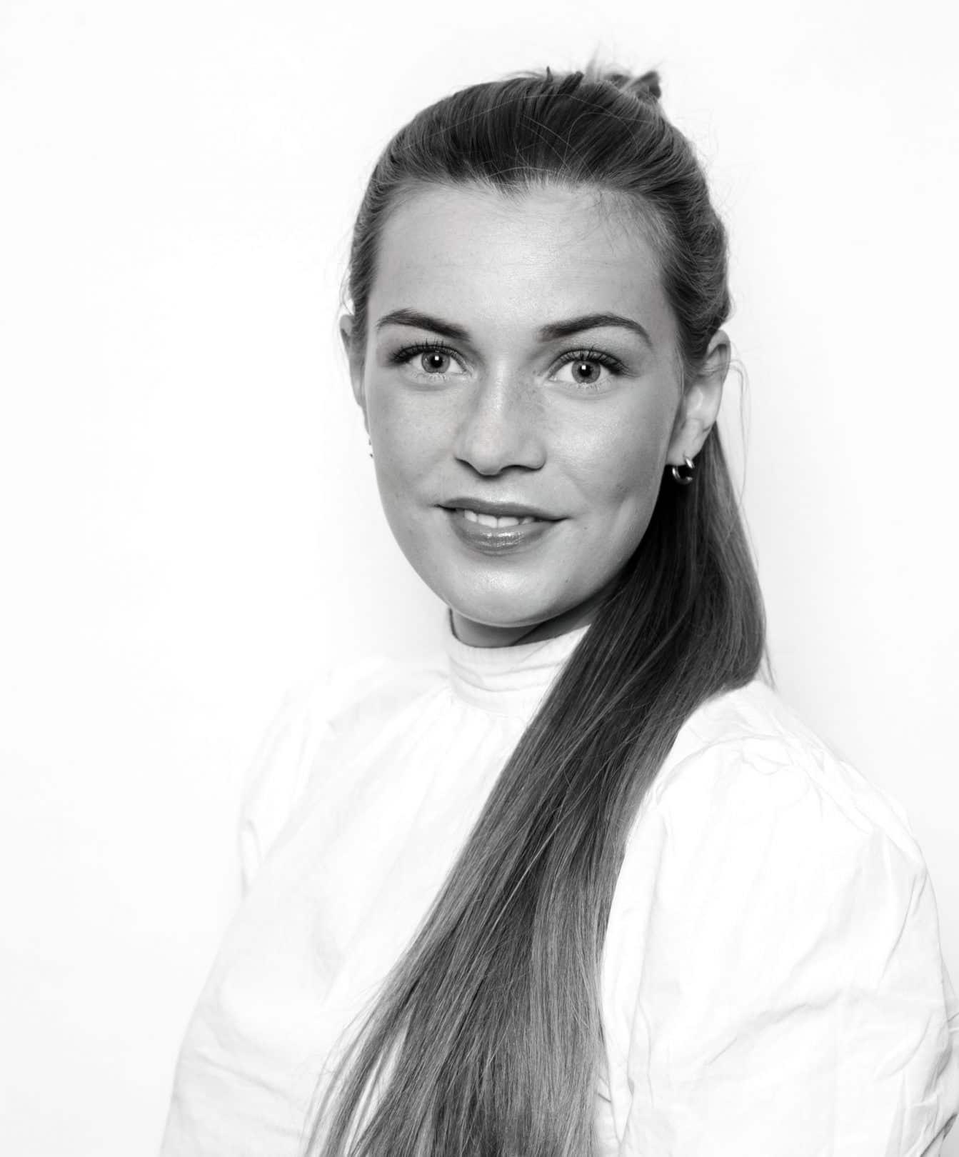 Define frisør Una Namløs