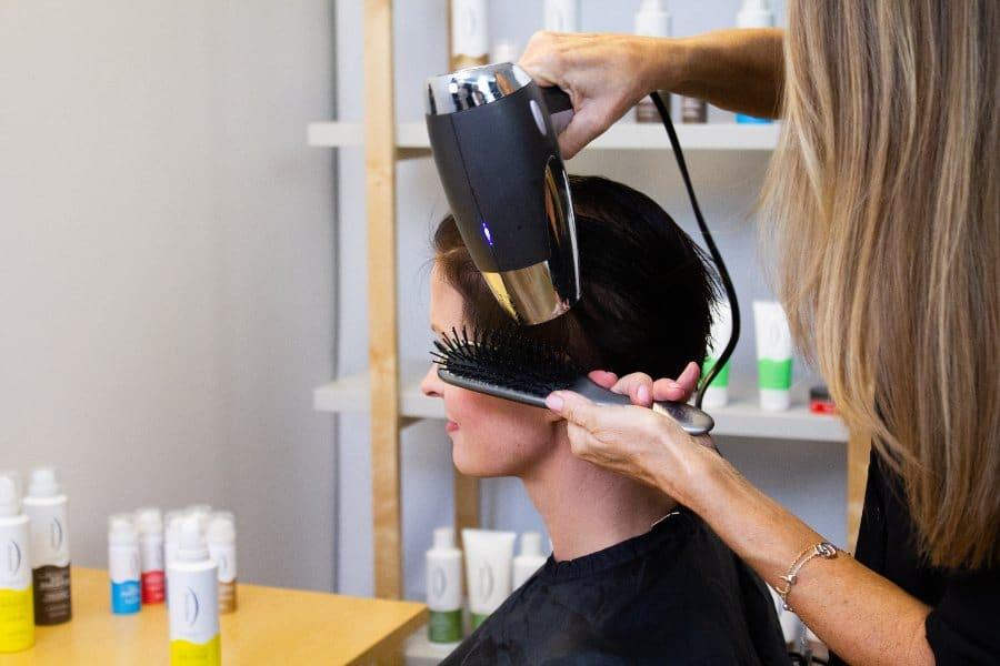 føne håret for volum
