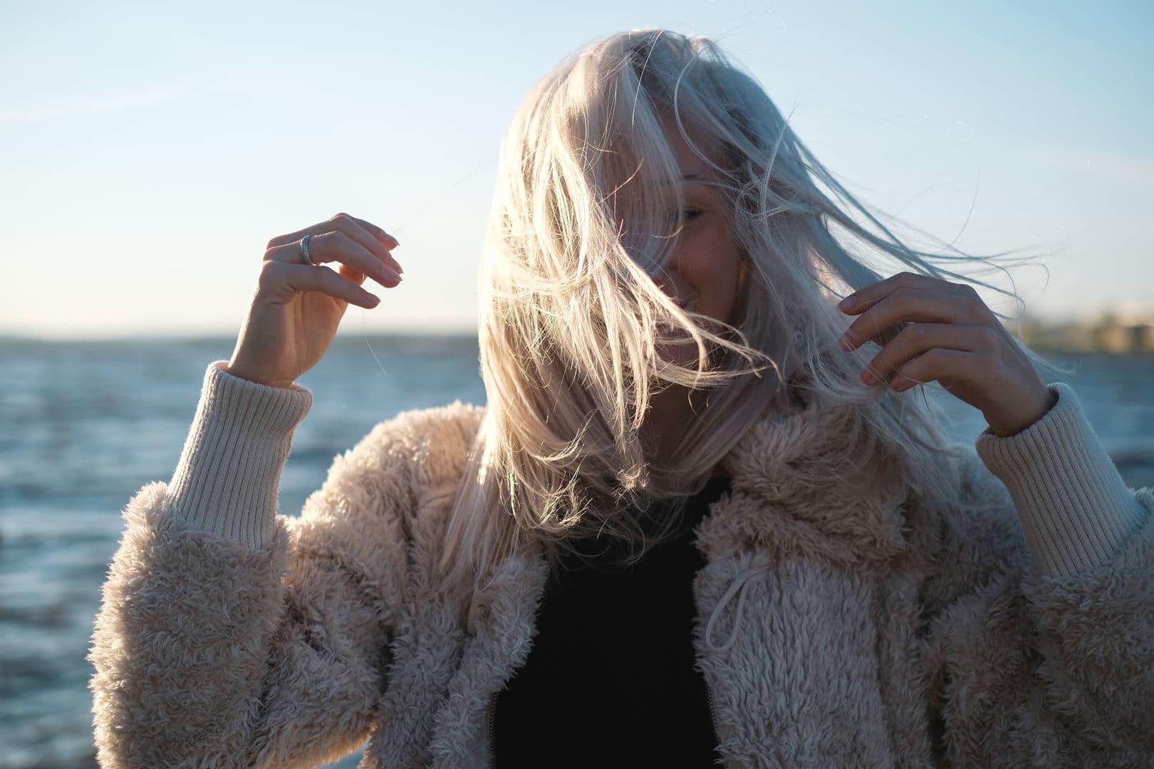 Style halvlangt hår. Foto